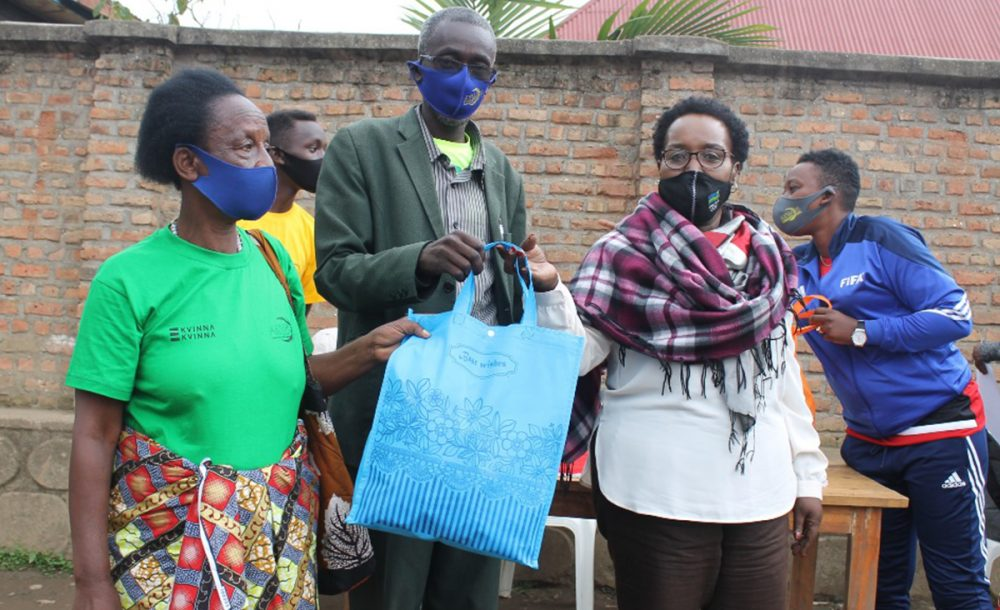 AKWOS used Peace Event opportunity to distribute food supplies to different families